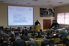 А.В. Азаров рассказывает кадетам об истории открытия Антарктиды