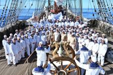 Команда на палубе