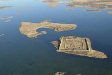 Крепость Пор-Бажын на острове в озере Тере-Холь в сентябре 2006 года. Фото: МЧС