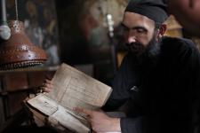 Церковные книги из монастыря Лонговардос с рисунками русских моряков. Фото предоставлено Алексеем Никулиным