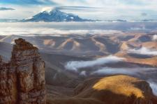Эльбрус на рассвете. Фото: Сергей Карпухин
