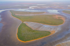 Остров высохшего озера. Фото: Кирилл Уютнов