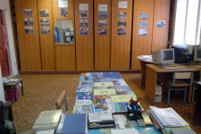Фотовыставка и книги, которые отправят воинским частям