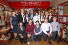 Михаил Малахов с участниками церемонии открытия выставки