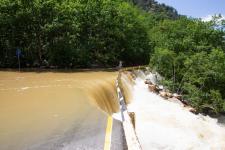 Вытекающий из пещеры водоток разрушает фрагмент асфальтированной дороги в месте его впадения в р. Узунджа.
