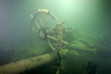"""Штурвал парохода """"Эверита"""", останки которого обнаружены на глубине 106 метров. Фото: """"Разведывательно-водолазная команда"""""""