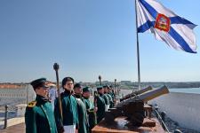 Военно-историческое объединение «32-й флотский экипаж» в форме морской артиллерии времен Первой обороны Севастополя в 1854-55 гг. Фото: Юрий Югансон