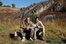 Базовый лагерь на фоне Томских скал (слева А.В. Чекалин, справа С.С. Ерофеев)