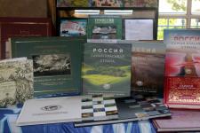 Издания Русского географического общества, представленные на выставке. Фото: Центр РГО во Франции