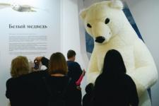 The Polar bear is greeting guests. Photo by Nikolay Razuvaev