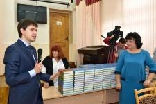 Торжественная церемония передача книг ''Великие русские путешественники''