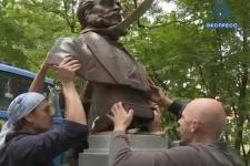 Исторический момент установки памятника Лаврентию Загоскину