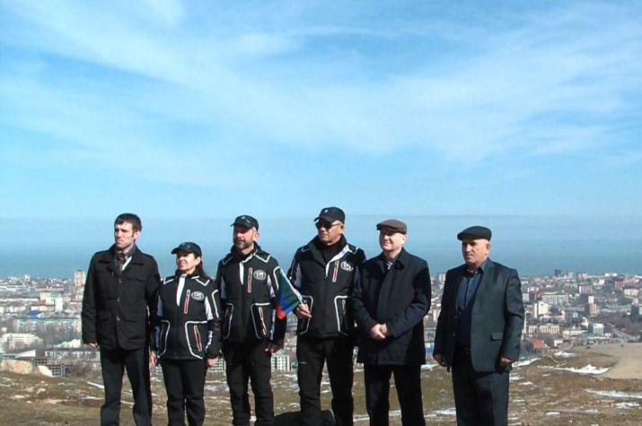 Участники экспедиции с представителями Отделения