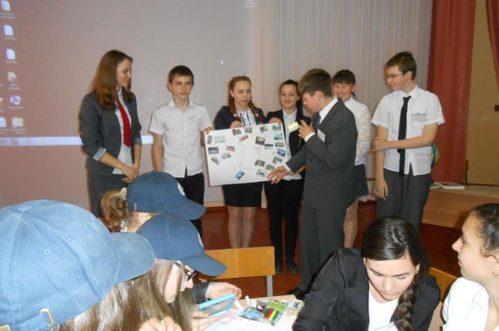 Участники интеллектуальной игры ''Моя малая Родина'' представляют свой проект туристического маршрута по Мостовскому району