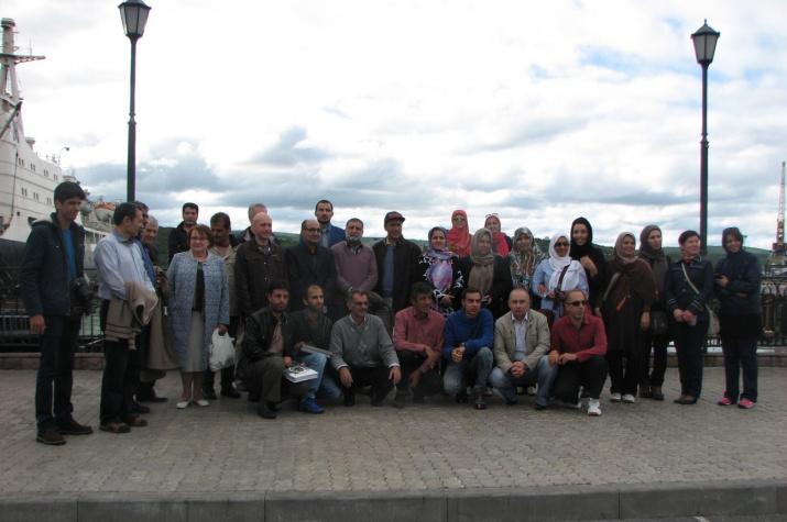 Иранские и российские коллеги на набережной Кольского залива в Мурманске