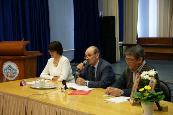 Открыл конференцию председатель оргкомитета д.г.-м.н., профессор, академик АН РС(Я) В.В. Шепелев