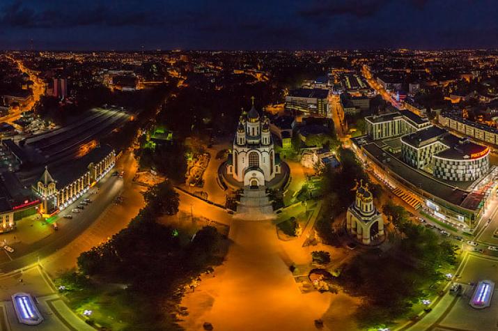 Площадь Победы ночью. Фото: Airpano.ru