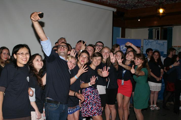 Участники Четвертой летней школы РГО на заключительном вечере. Фото: Антон Размахнин