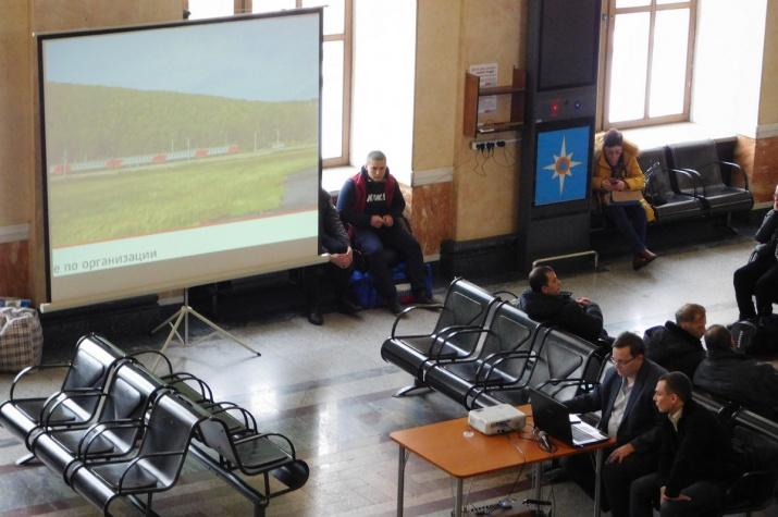 """""""Дорога открытий"""". На красноярском вокзале прочитали лекцию о тайнах Транссиба."""