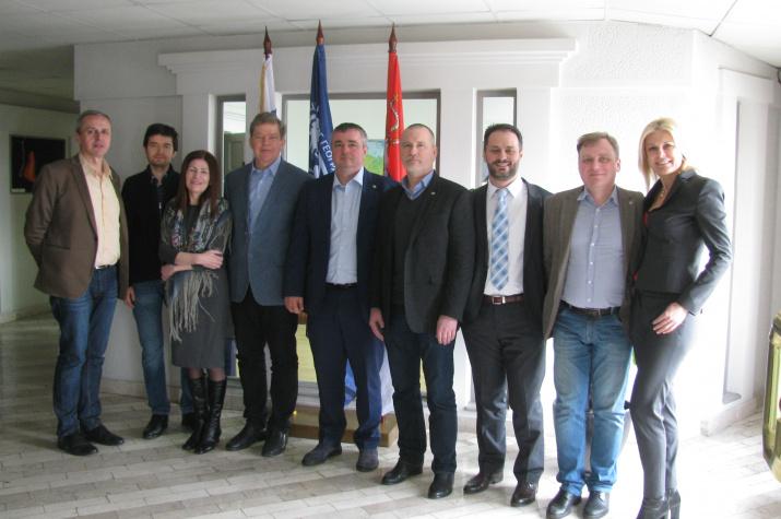 Участники заседания перед началом мероприятия