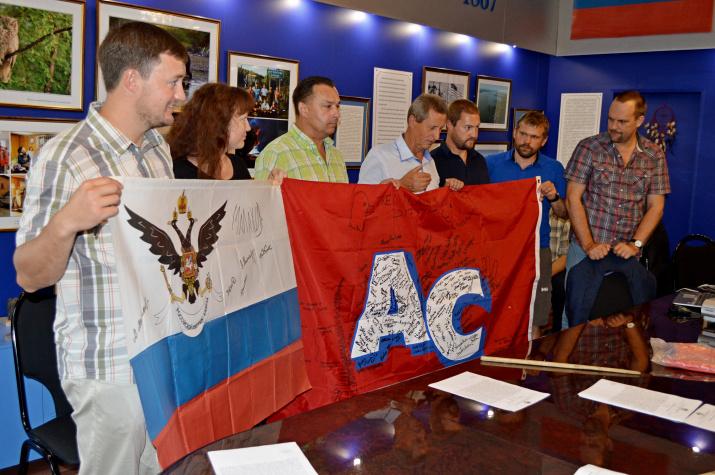 Уникальные флаги переданы музею