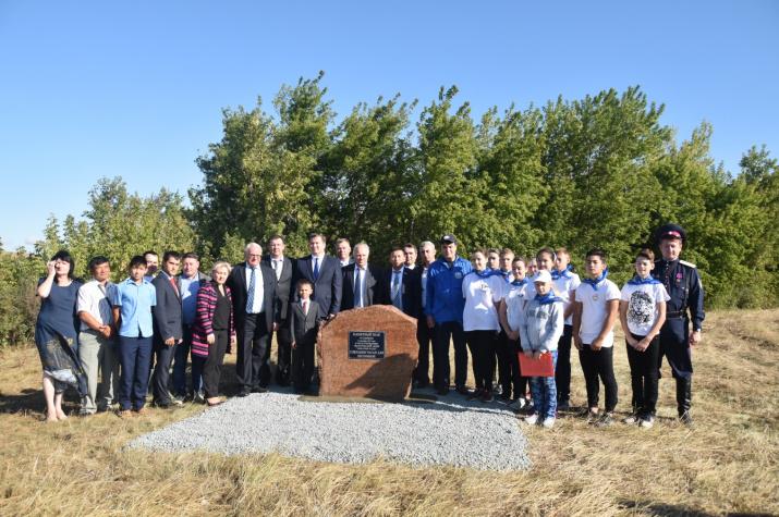 Участники экологической акции на берегу Чагана