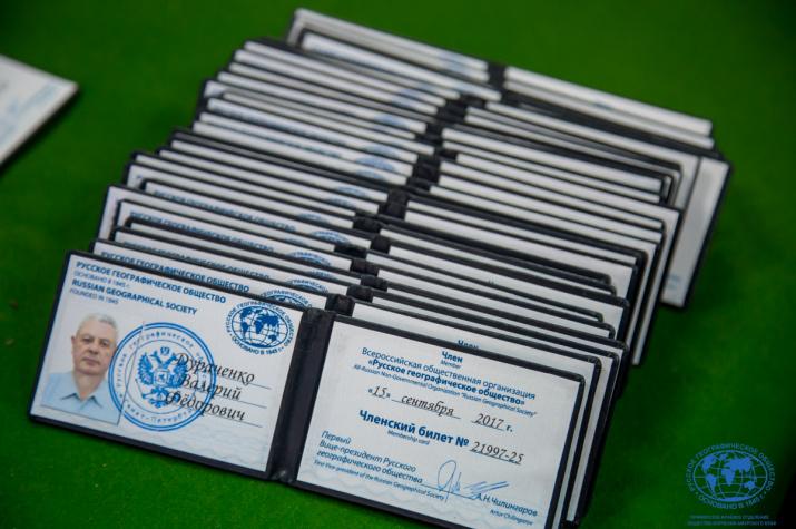 Торжественное вручение членских билетов. Фото: Маргарита Кузнецова