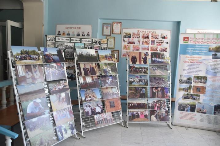 Е.В. Безуглов и его воспитанники представили фотовыставку и информационные стенды о проделанных мероприятиях