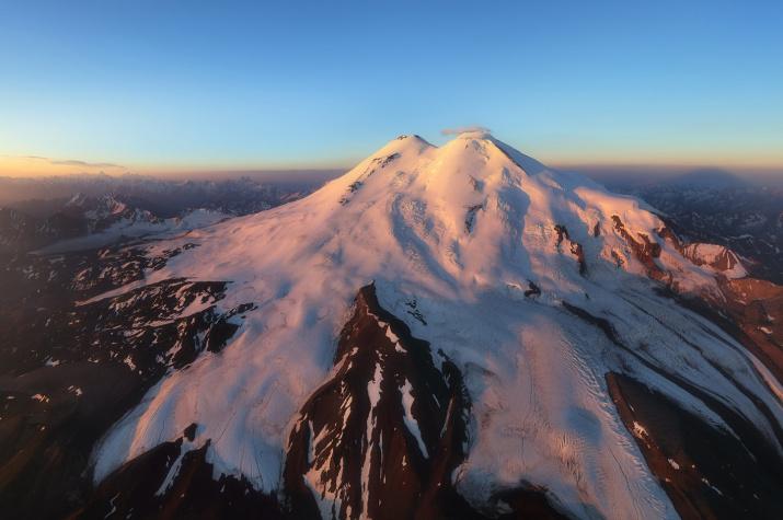 Эльбрус и Кавказ на восходе солнца. Фото: Владимир Копылов