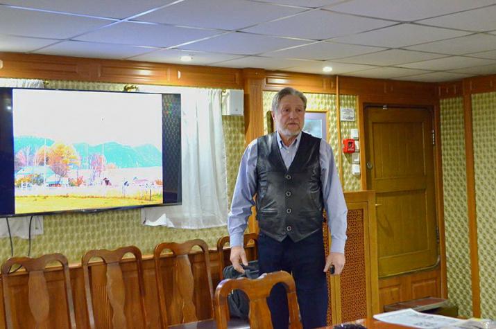 Лекция Е. Веселовского об Алтайском заповеднике. Фото: П. Хутинаева