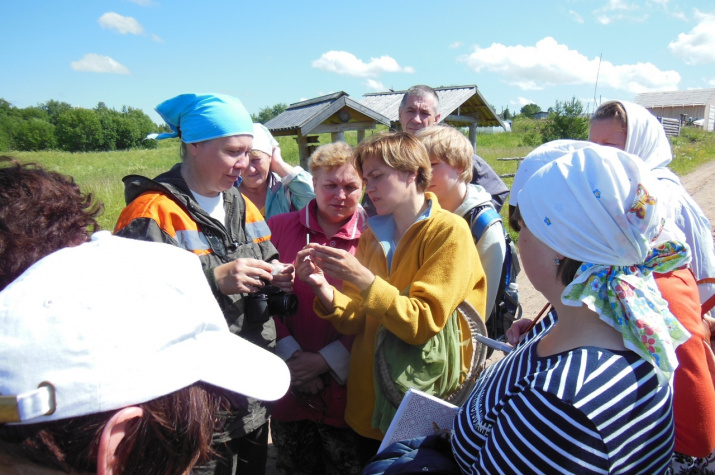 Педагоги во время полевых занятий по зоологии