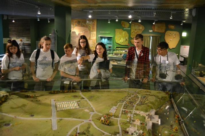 Участники международного волонтёрского лагеря в Болгаре – 2018 на экскурсии в Музее Болгарской цивилизации. Фото: Кристина Яковлева