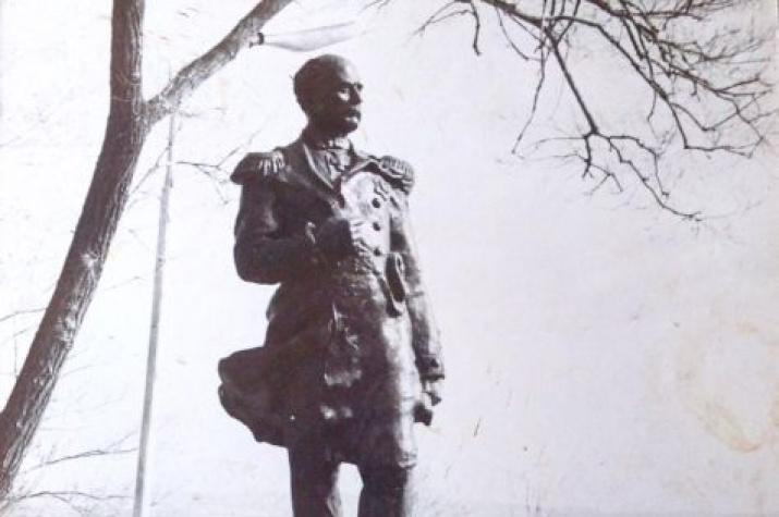 Открытие памятника из бетона Г.И. Невельскому в хабаровском парке ЦПКО в 1951-м году. Автор - хабаровский скульптор Леонид Бобровников.