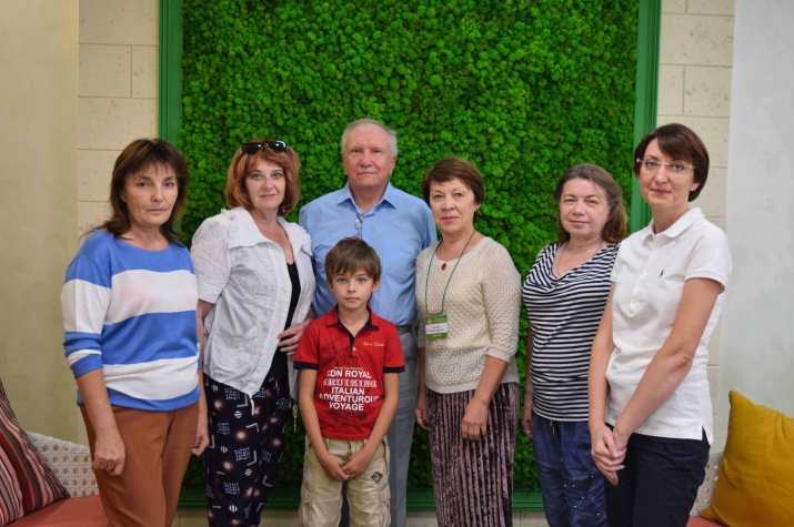 Е.А. Семёнов с  участниками проекта «Серебряное граффити»