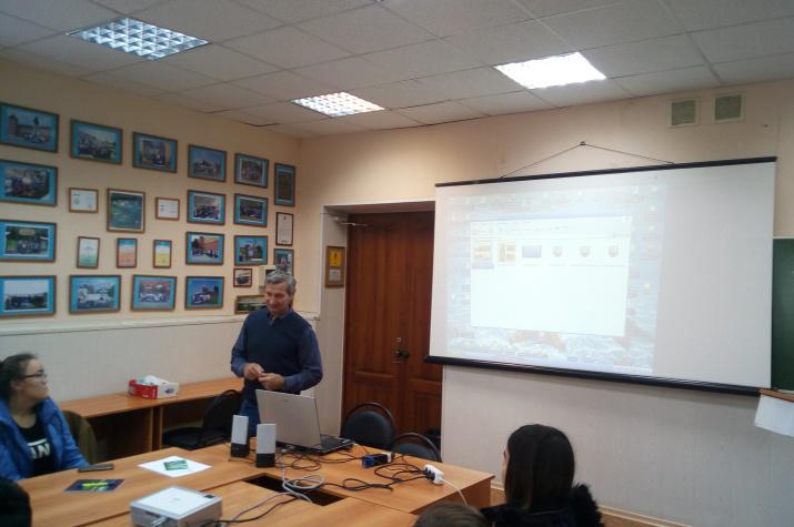Творческая встреча с Анатолием Артамоновым. Фото предоставлено Курганским отделением РГО.