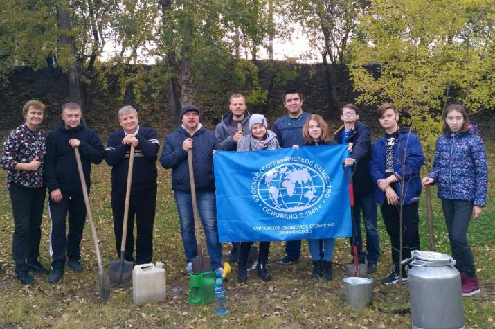 Участники экологической акции. Фото предоставлено Курганским отделением РГО.