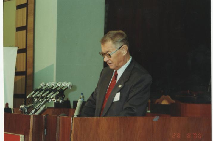 Юрий Петрович Селивёрстов, выступление на XI съезде РГО  в г. Архангельске 2000г. Фото: Научный архив РГО