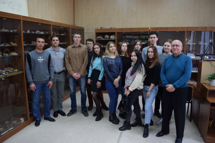 Студенты-географы на экскурсии в Оренбургском региональном отделении РГО и Институте степи