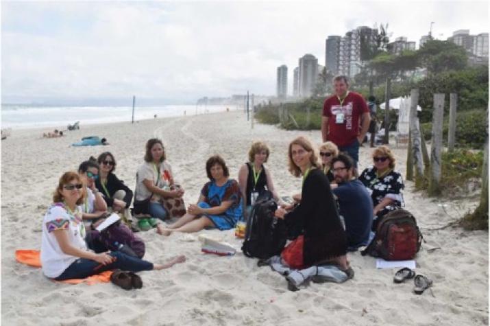 Совещание международной палеопочвенной комиссии на пляже в Рио-де-Жанейро