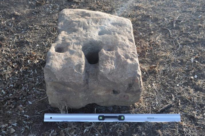 Древний якорный камень