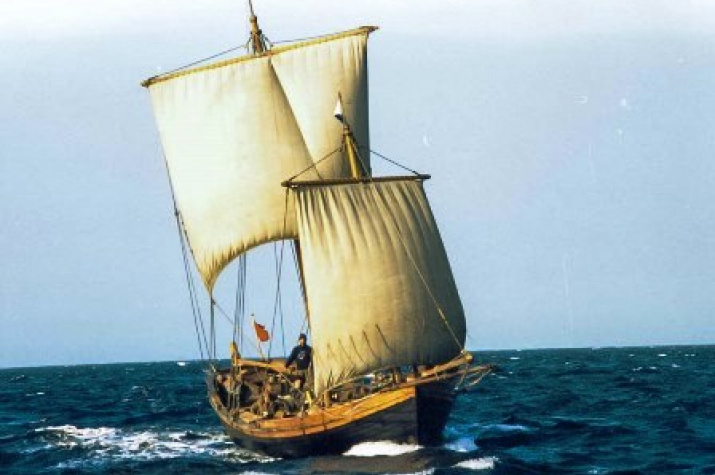 Реплика большого традиционного поморского палубного коча XVIII века (клуб «Полярный Одиссей», Петрозаводск).Фото: wikipedia.org