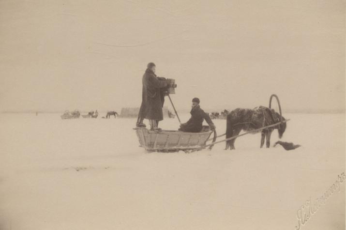 Яков Лейцингер за работой. Фото из Научного архива РГО