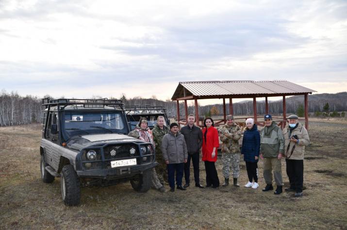 Участники научной экскурсии – члены комиссии РГО по  изучению проблем сохранения ландшафтов хребта Крыктытау
