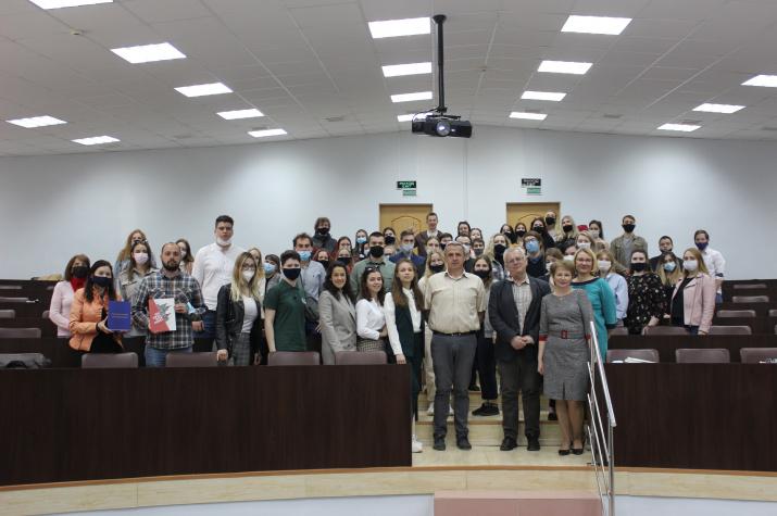 Участники сербской делегации со студентами и преподавателями СмолГУ. Фото предоставлено Смоленским региональным отделением