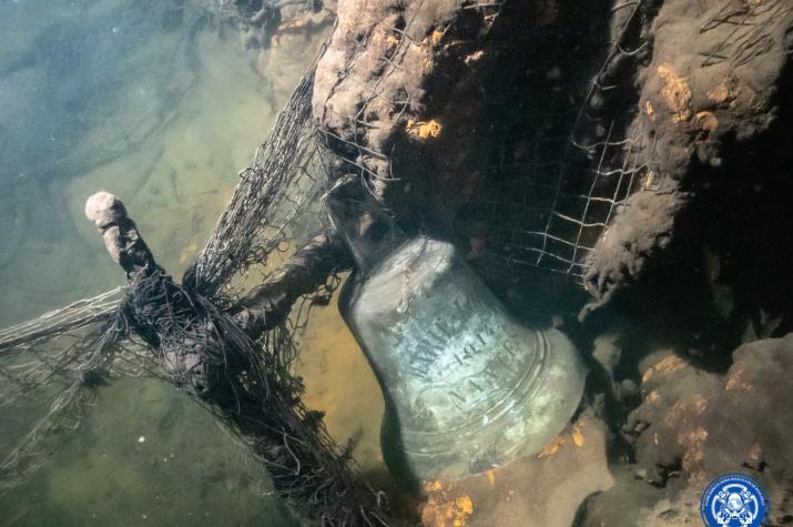 """Благодаря надписи на рынде удалось достоверно идентифицировать пароход """"Калпакс"""". Фото: Разведывательно-водолазная команда"""