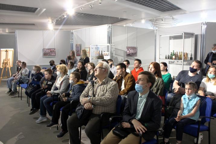 Во время интеллектуальной игры в Центре имени Тенишевых. Фото: Сергей Каменков