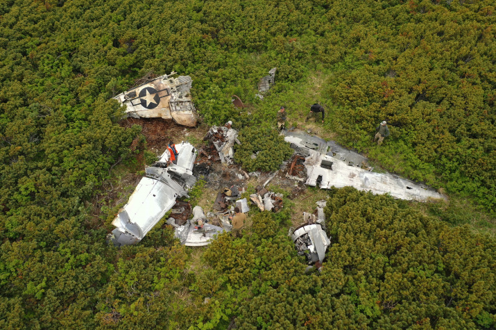 Обломки самолётов прячутся в труднодоступных местах полуострова. Фото: Андрей Дмитриев