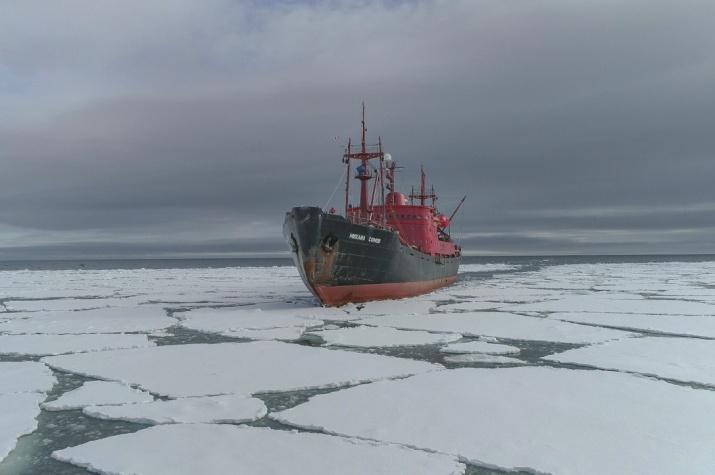 Научно - экспедиционное судно ''Михаил Сомов''