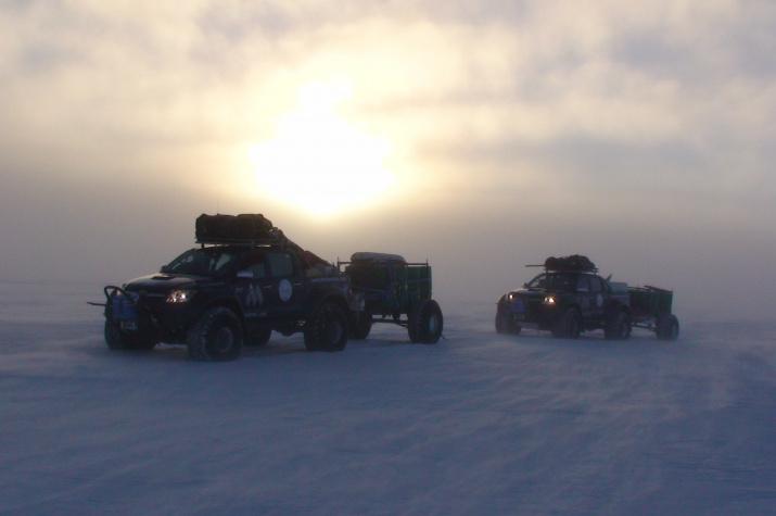 """""""Тойота"""" в Антарктиде. Фото предоставлено В. Серовым"""