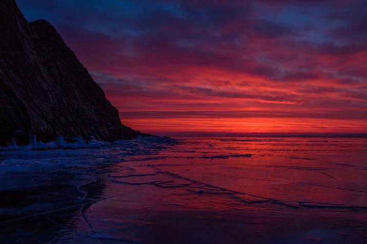 Багровый рассвет. Фото: Евгений Дубинчук